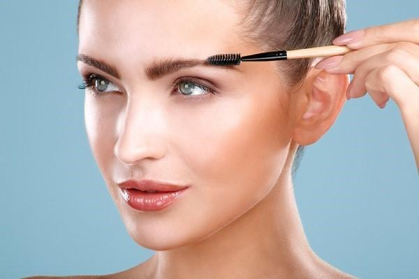 Vaseline For Hair, Skin, And Beauty: Control Your Eyebrows