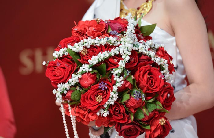 make a wedding bouquet with artificial flowers